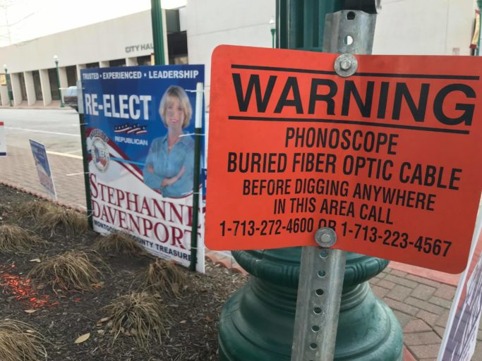 BREAKING NEWS: Four reasons why the Courier blog is no longer a newspaper, plus a great pic of a Stephanne Davenport political sign